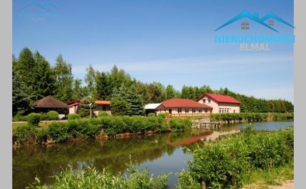 Dobrze prosperujące gospodarstwo agroturystyczne nad jeziorem